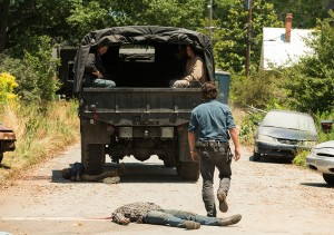 the-walking-dead-episode-704-rick-lincoln-3-935